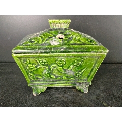 老绿釉瓷熏香炉