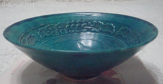 孔雀绿釉刻花碗,不知什么时期?图片