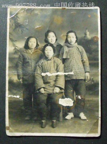 50年代农村妇女家庭合影照