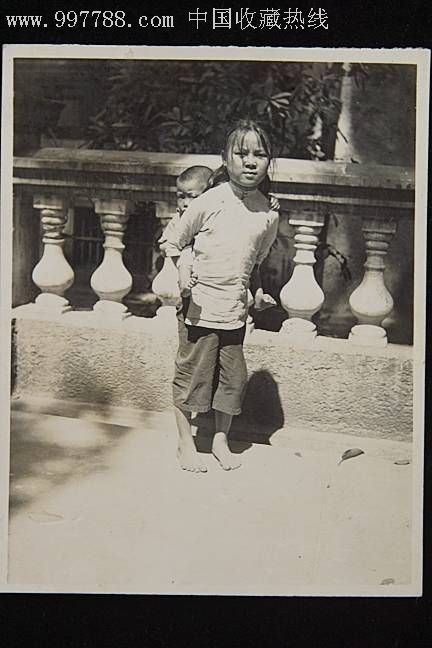 民国儿童老照片2张 日军攻占中国北部寺庙1张 1951年小脚妇女,老照