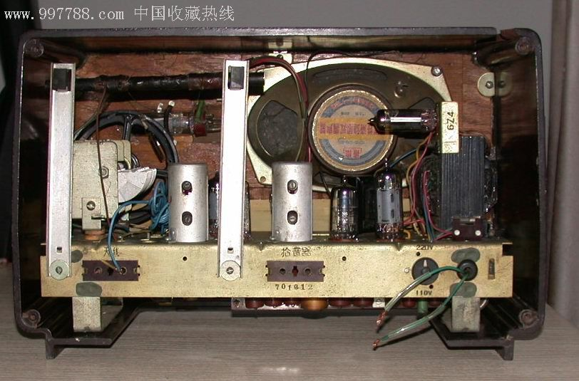 熊猫601-3G1熊猫机器有两个缺陷:机器顶部有破损;没有底板。通电电子管和指示灯都亮。但没收到台。机器内*成色不错,度盘完好。按照配件:旋钮;面板;机芯;喇叭;后盖板板。没时间单独折腾,一起出了,150元邮费到付。