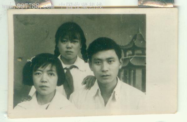 五十年代兄妹三人合影