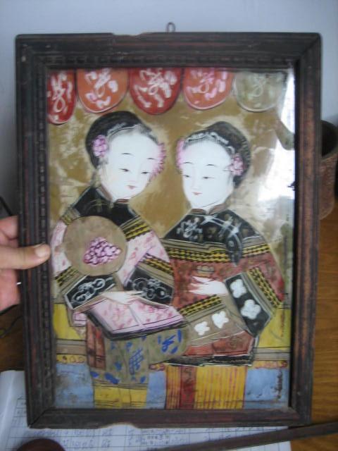 民国手绘玻璃画美女坐座镜插镜画穿少数民族服饰姐妹二人吉祥图