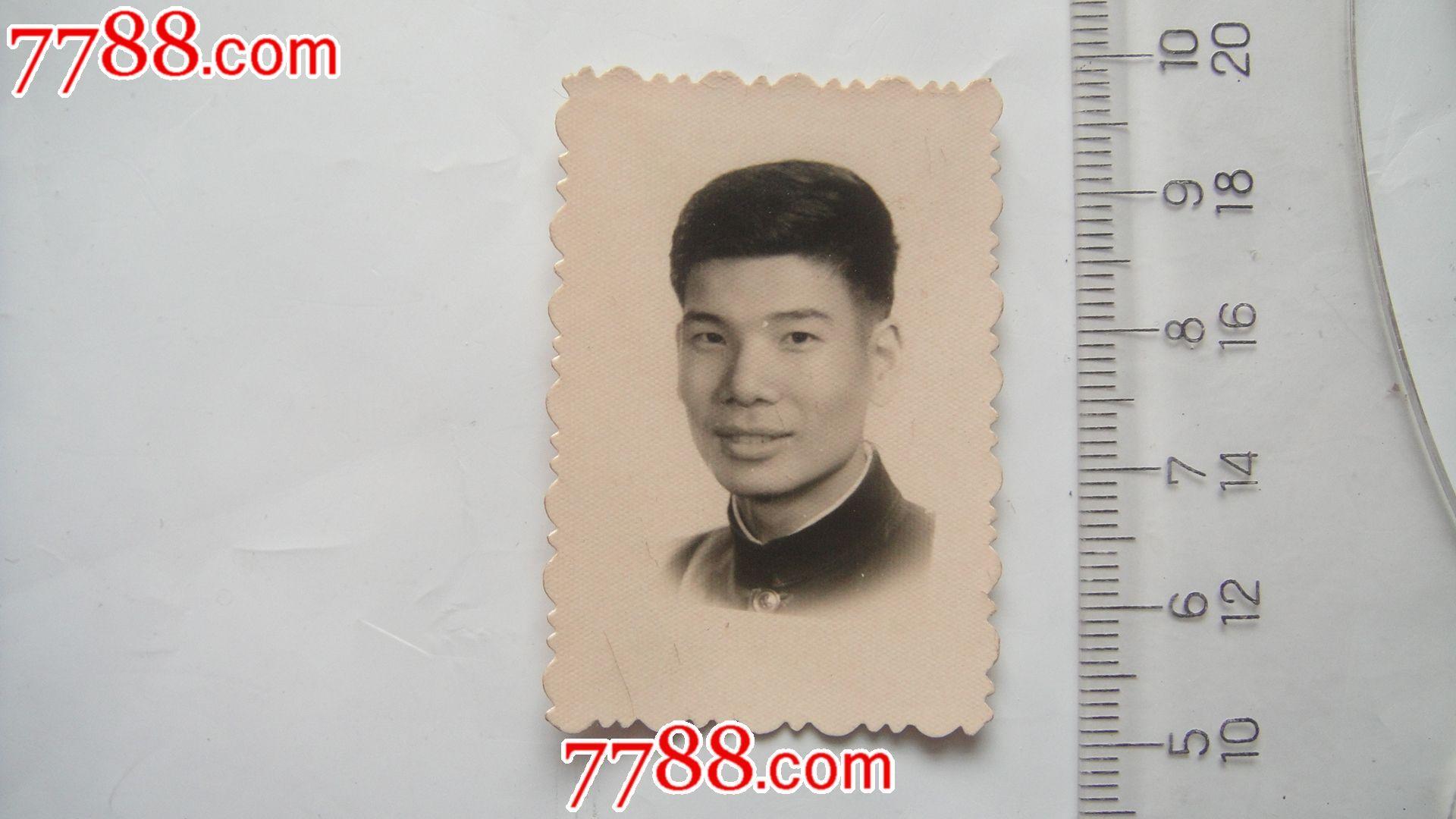 青年男人老照片(1965年)图片