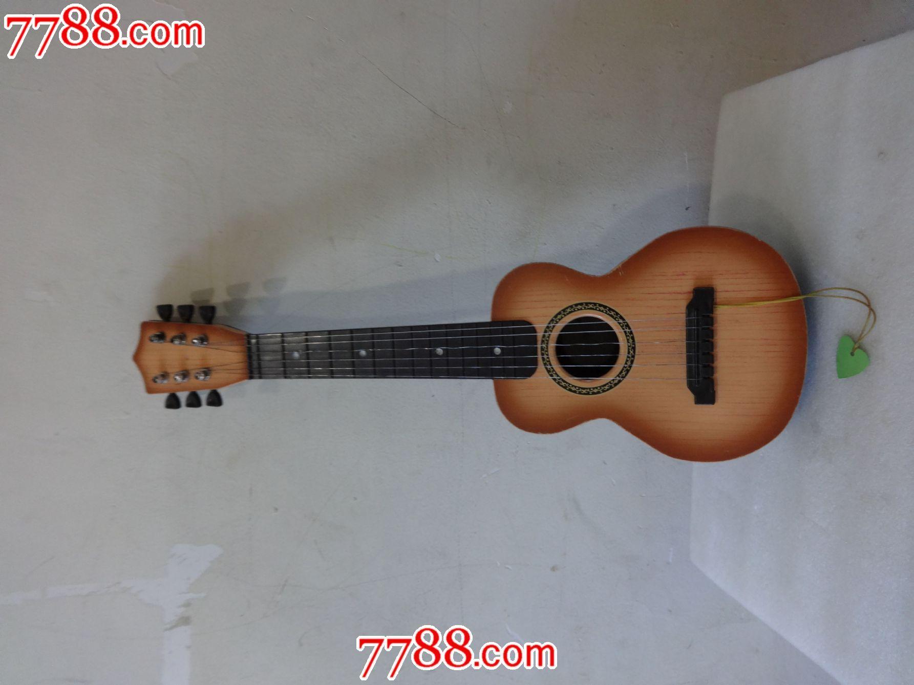 六弦琴(小吉他)图片