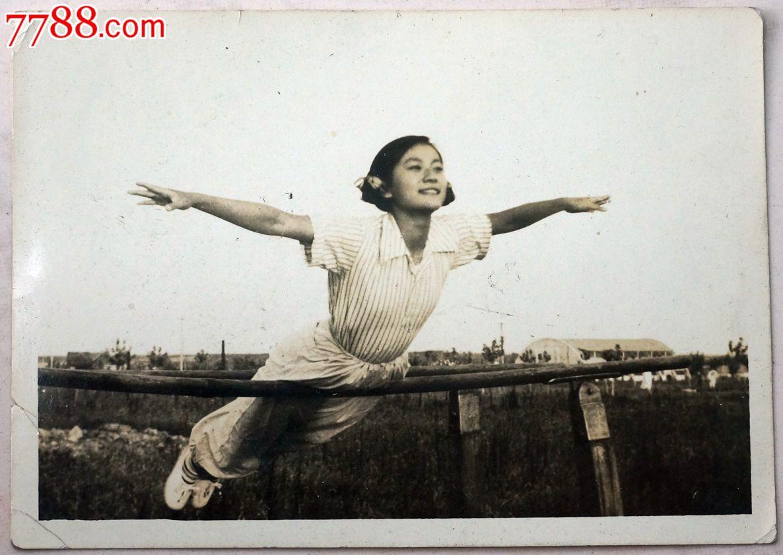 初���*��iz�y�j_建国初山东医学院大学生体操队老照片—9张合售