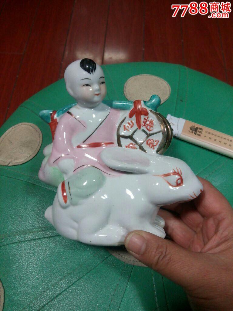 可爱的仙兔进财瓷娃娃
