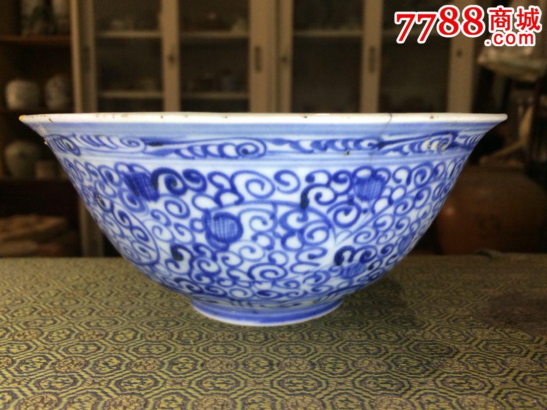 发色画工漂亮的明代青花缠枝纹碗瓷片
